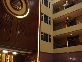 広州ホテル吹き抜け.JPG